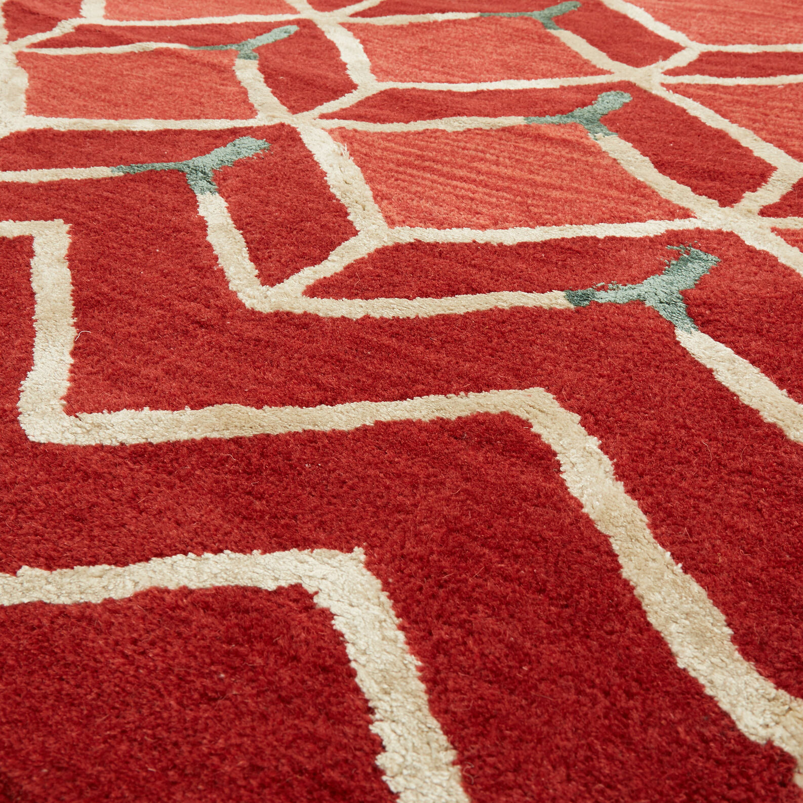Tufted rug in viscose and cotton with geometric motif