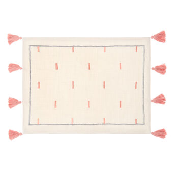 100% cotton place mat with embroidery and tassels