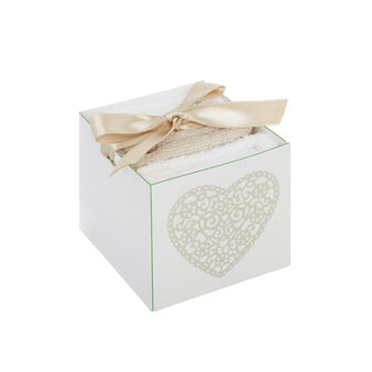 Box with 3 face cloths with embroidered heart