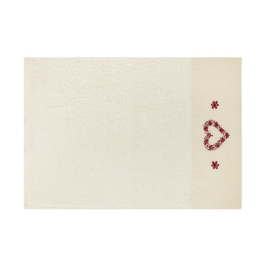 Set of 2 towels with embroidered heart