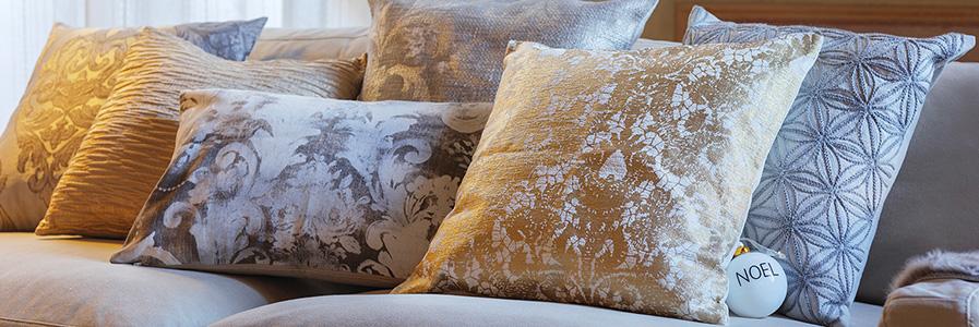Cuscini arredo decorativi per divani coincasa for Coin arredamento